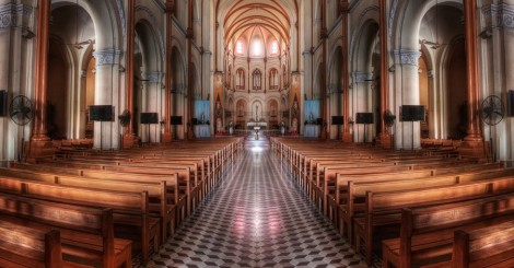 Inside_a_church_in_HDR_-_Saigon_Notre-Dame_Basilica_(7333165142)